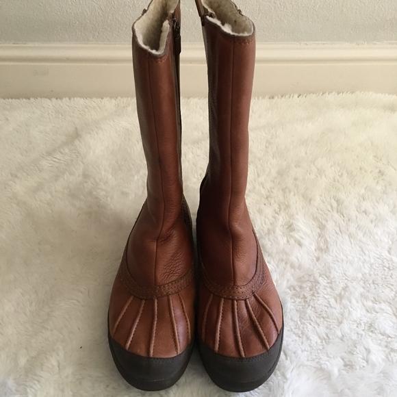 125ba0216d9 UGG Belfair Duck Zip Boots Size 8 Brown Chestnut